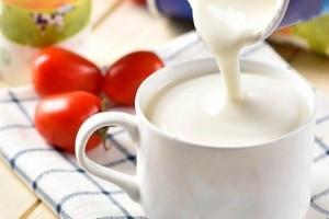 宝宝多大能够喝鲜牛奶怎么防止鲜奶养分的丢失