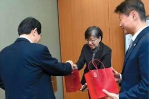 """慰问战""""疫""""人员,韩国领导人为何独爱送高丽参"""