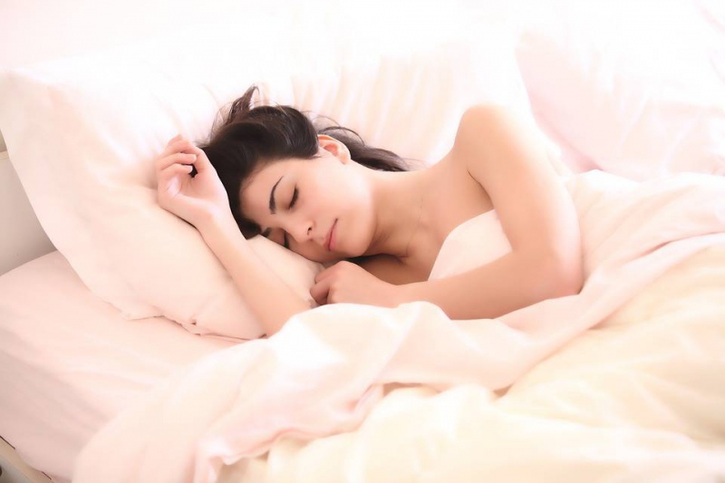 聚酯纤维填充枕头清洗清洗和晾晒的重要性