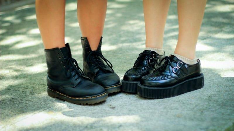 如何防止新鞋走路脚趾头疼穿新鞋走路为什么会脚趾头疼